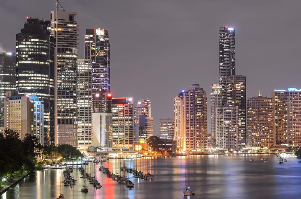 Le quartier d'affaires la nuit de Brisbane