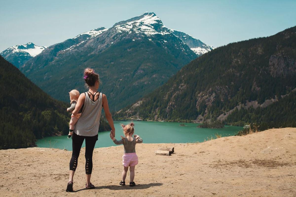 voyage-famille-enfants-bebe-vehicule