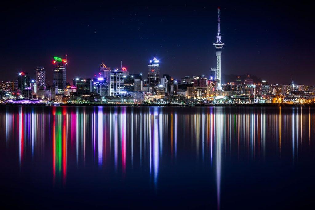Auckland - Centre-ville de nuit - Location de camping car