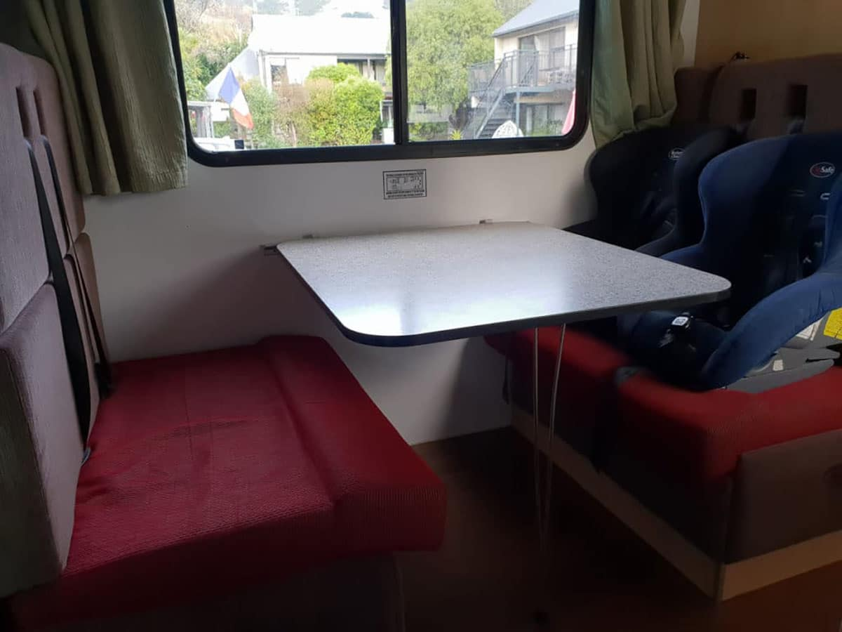 location camping car intérieur banquettes lits